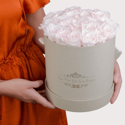 Rosen-Rosenbox-Inspiration-hellrosa-Infinity-Rose-Box-Design-Laviedelarose-650x650